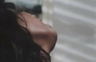प्यारी लड़की सफेद पोशाक में खुद के साथ इंग्लिश सेक्सी फिल्म इंग्लिश खेल
