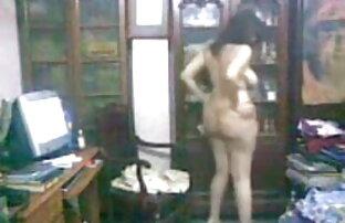 बम्बीबेला घर की सफाई से इंग्लिश ब्लू सेक्सी फिल्म थक गया है