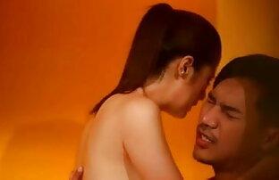 2 हिंदी पिक्चर सेक्सी इंग्लिश के साथ पोशाक: लैटिना उसे बिल्ली पाला है और गड़बड़ हो जाता है