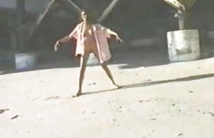 एक बड़ी इंग्लिश सेक्सी पिक्चर वीडियो झाड़ी के साथ सीधे दोस्त